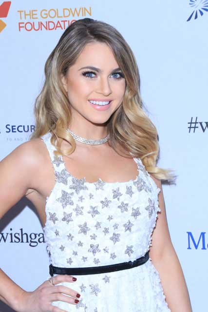 Anne Winters Height Weight Body Stats Age Family Facts